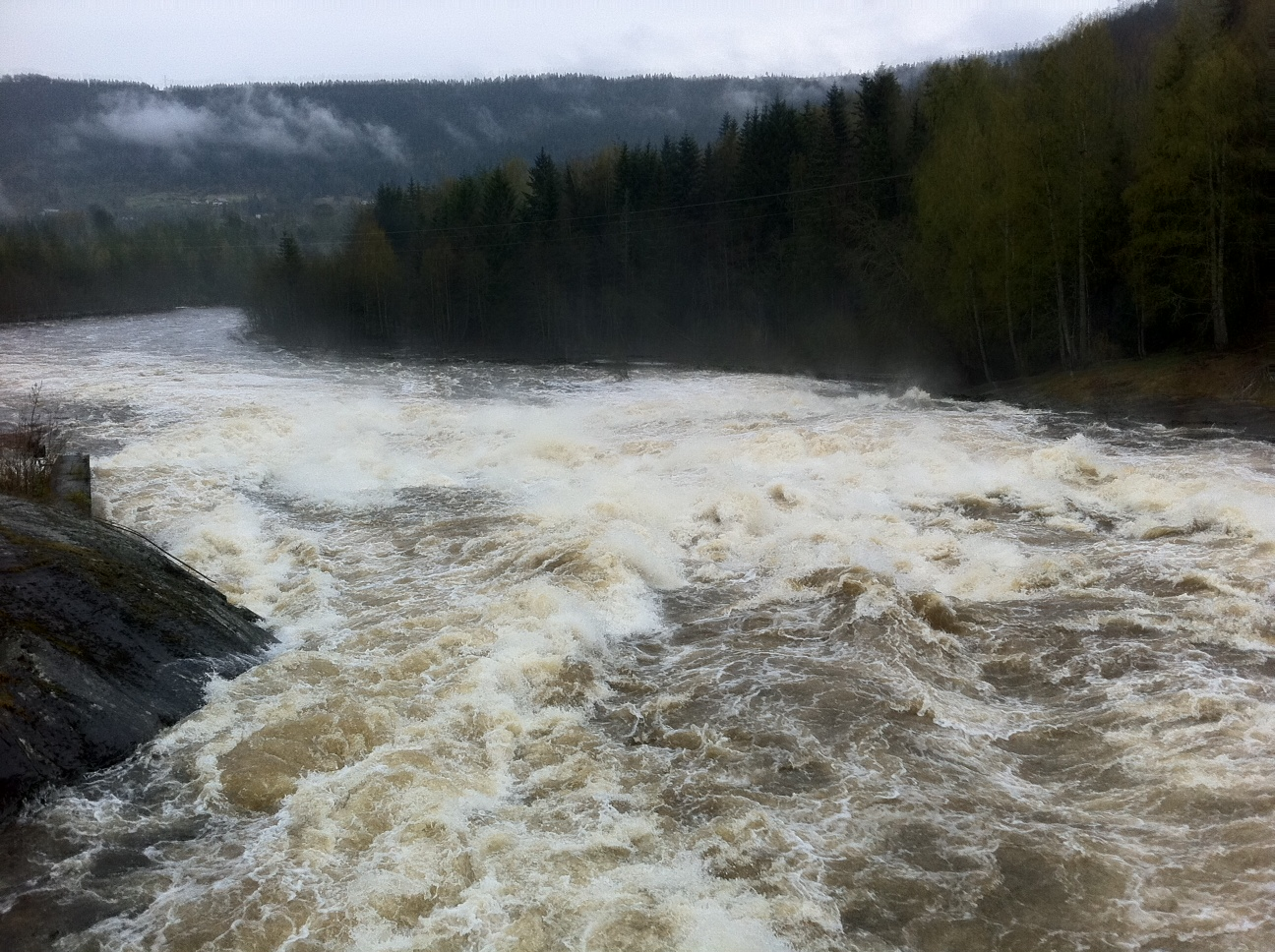 Vann i Omnesfossen
